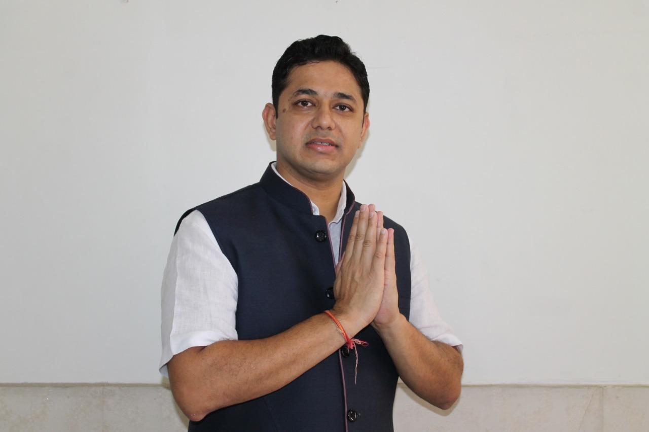 एमएलसी चुनाव में घोषणा पत्र जारी करने वाले पहले प्रत्याशी बने डॉ विनय