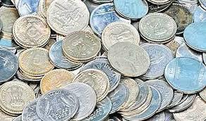 लोन अदा करने के लिए तीन लाख रुपये के सिक्के लेकर पहुंचा बैंक, तीन दिन में गिन पाए कर्मचारी