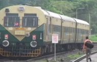 शाबाश लोको पायलट और गार्ड: चलती ट्रेन से गिरे युवक को बचाने के लिए 1 किलोमीटर पीछे दौड़ा दी ट्रेन