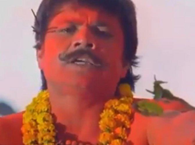 अपने ही अंदाज में कोरोना से लड़ने का तरीका बता रहे राजपाल यादव, देखें वीडियो