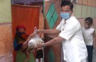 एमएलसी प्रत्याशी मेहंदी हसन ने गरीबों को बंटवाया भोजन व राशन, लॉकडाउन के पालन की अपील की