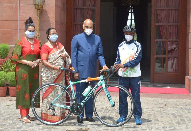 राष्ट्रपति ने नवीं के छात्र को ईदी में साइकिल गिफ्ट कर उसका सपना पूरा किया, जानिए मामला