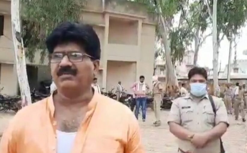 सिफारिश में थाने गए भाजपा विधायक को थानाध्यक्ष ने जमकर पीटा और फाड़ डाले कपड़े। जानिए सनसनी खेज मामला