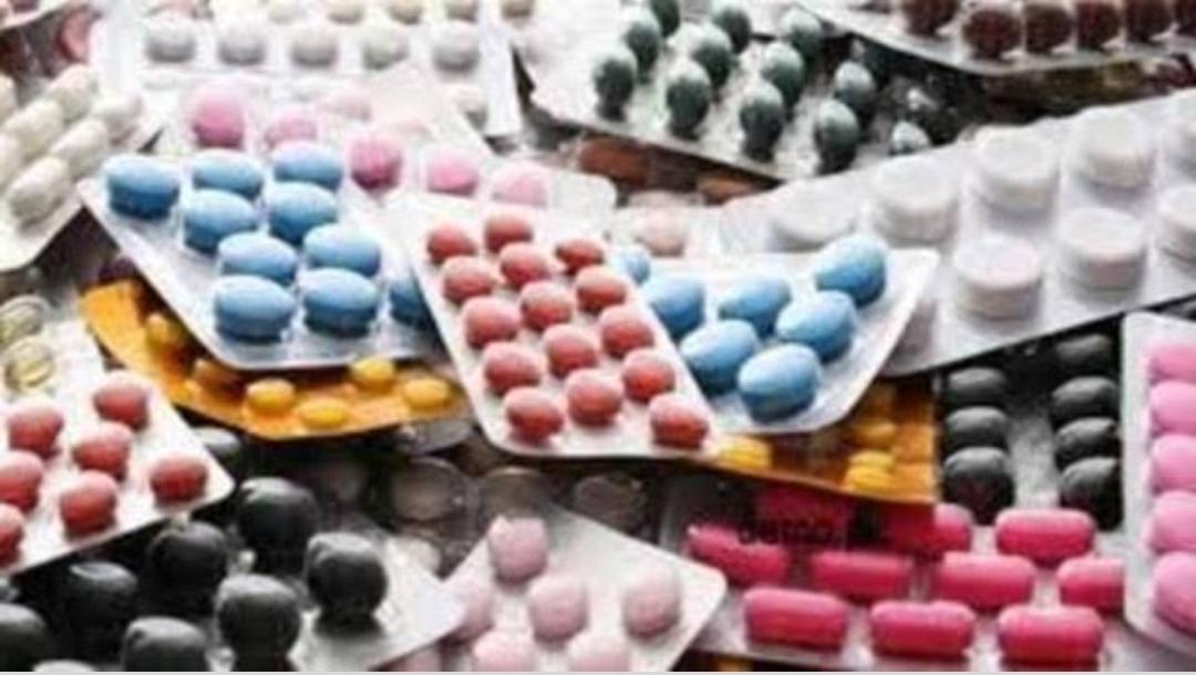 मिठाई की दुकान पर प्रतिबंधित दवाएं, स्वास्थ्य विभाग की कार्यवाही पर दुकानदार ने कबूल डाला बड़ा सच