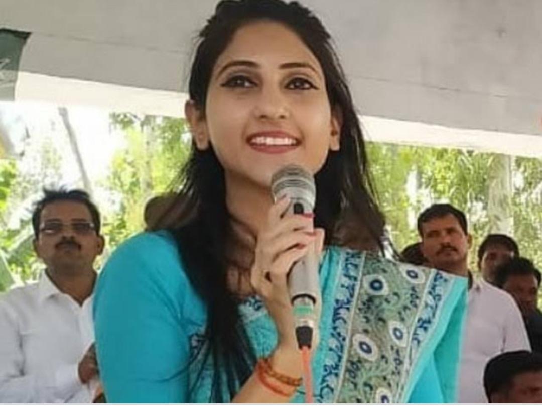 विधायक ने अपनी ही दादी को दे डाली जान से मारने की धमकी, रोती-बिलखती बुजुर्ग ने डीएम के सामने खोला यह बड़ा राज