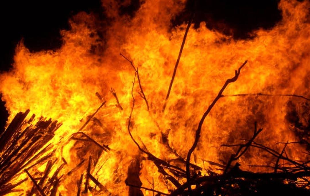 रुद्रपुर में देर रात फैक्ट्री में धधकी आग