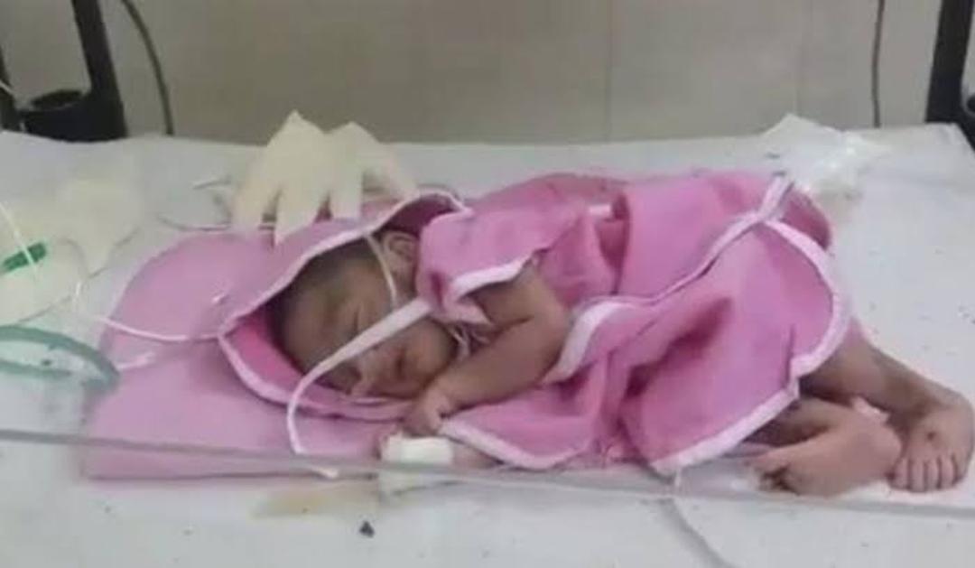 एक दिन की बच्ची को चौराहे पर छोड़ गई निर्दयी मां, राहगीरों ने देखा तो रह गए अवाक