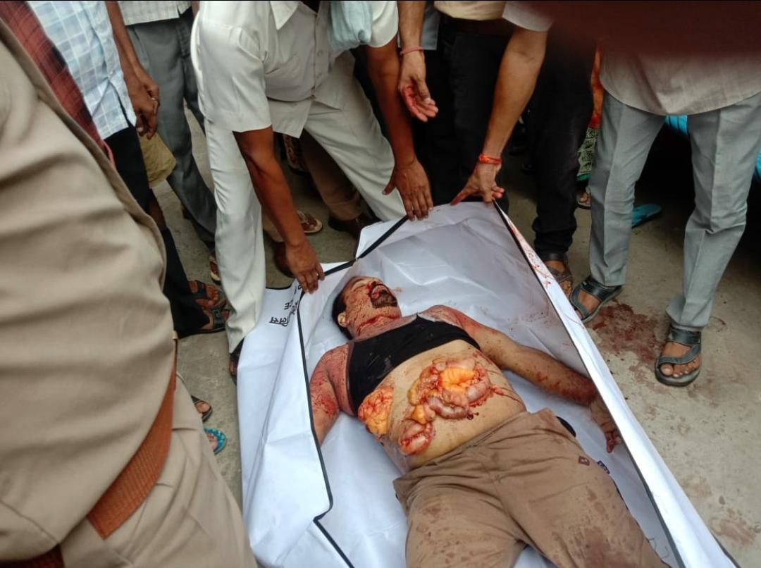 बरेली में हिन्दू वाहिनी के नेता को चाकुओं से गोद डाला। पुलिस मुठभेड़ में पकड़ा गया हत्यारा जानिए कौन है