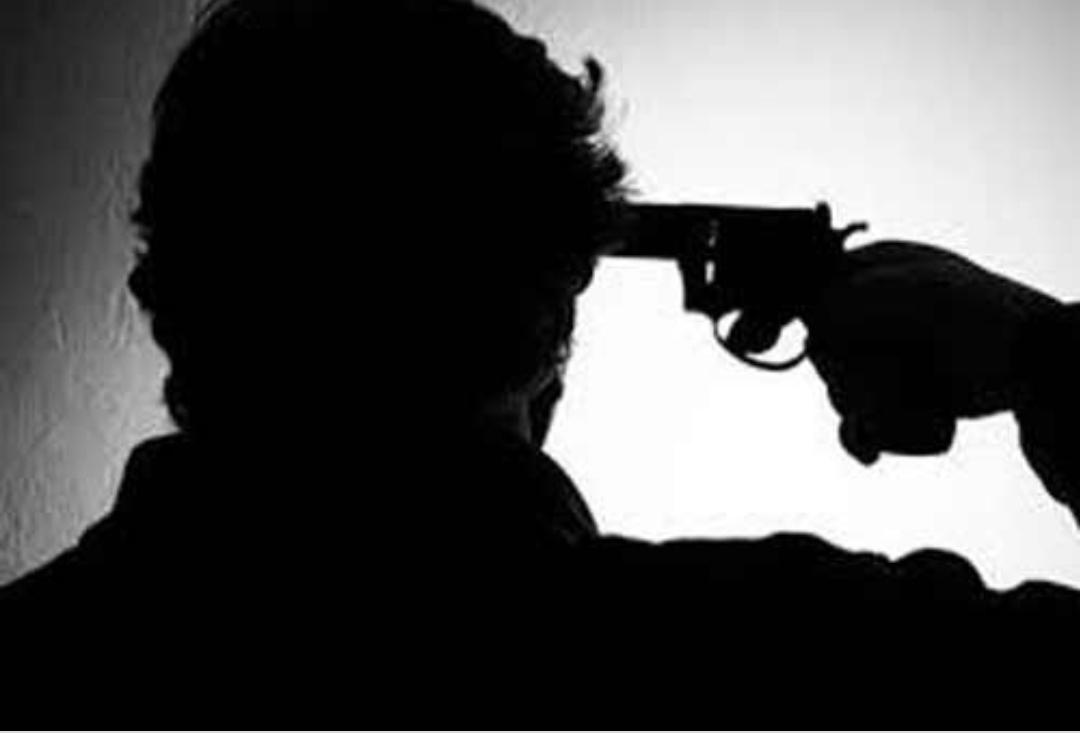 'दिल को शूट करूं या दिमाग को…चलो दिमाग को शूट करता हूं' यह कहते ही होनहार छात्र ने मार ली गोली। पढ़िये यहां का है सनसनी खेज मामला
