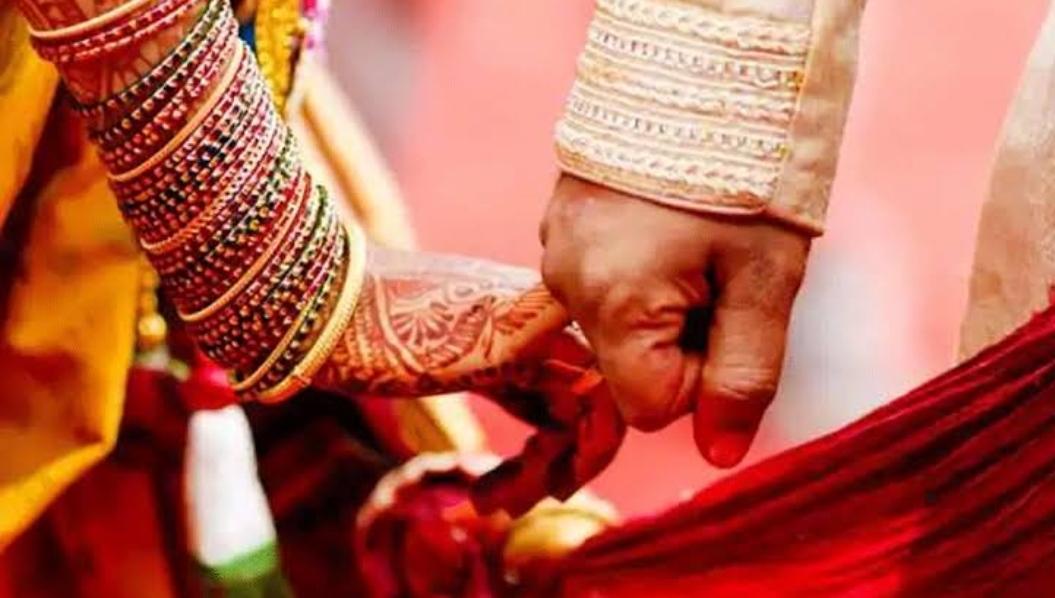 बिचौलियों ने विवाहित से करा दी युवती की शादी, हैरान युवती ने पूछा तो पहली रात में ही कर दिया यह हाल