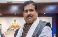 दुःखद : कोरोना से केंद्रीय रेल राज्यमंत्री अंगड़ी की मौत, एम्स थे भर्ती।