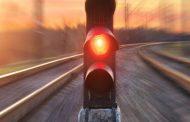 ट्रेन ड्राइवर ने रेड सिग्नल में दौड़ा दी मालगाड़ी, जानिए फिर क्या हुआ