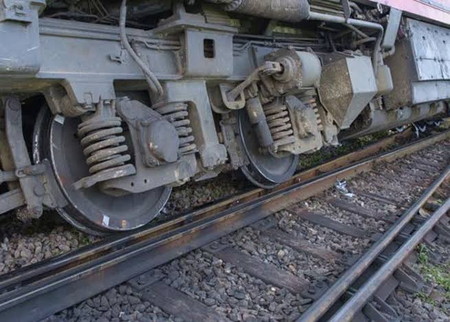 अनाड़ी को दी ट्रेन के संचालन की जिम्मेदारी, पटरी से उतरे डिब्बे, जानिए क्या हुई कार्रवाई