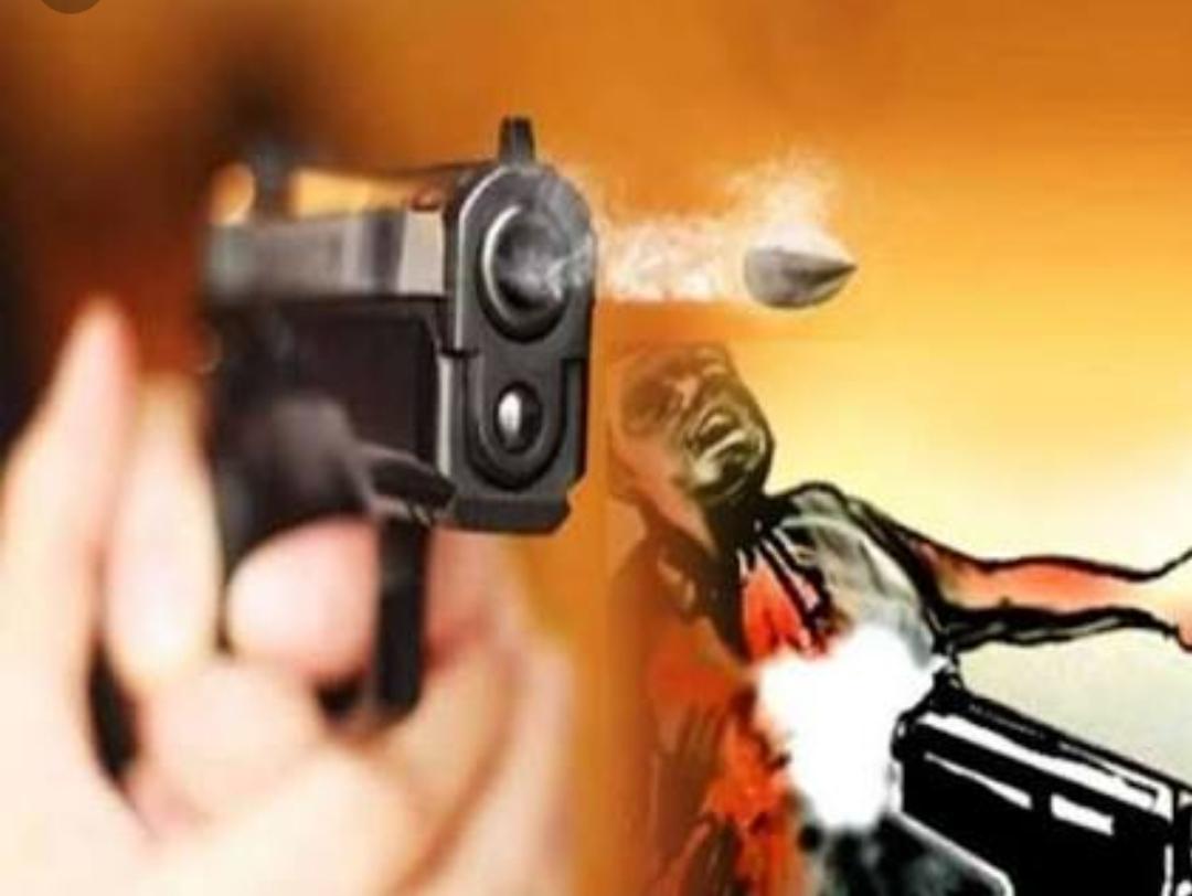 श्री राम जानकी मंदिर के पुजारी को आधी रात गोली मारी, लखनऊ रेफर