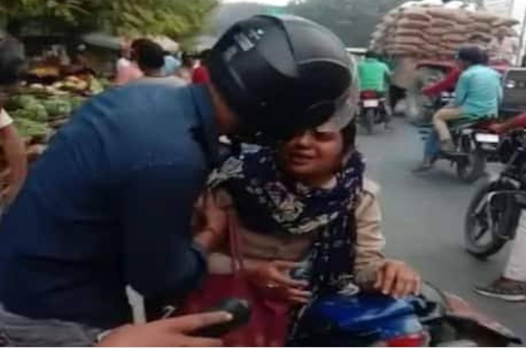 महिला पुलिस कर्मी को उसके पति ने हाईवे पर पटक-पटक कर पीटा, वीडियो वायरल फिर यह हुआ