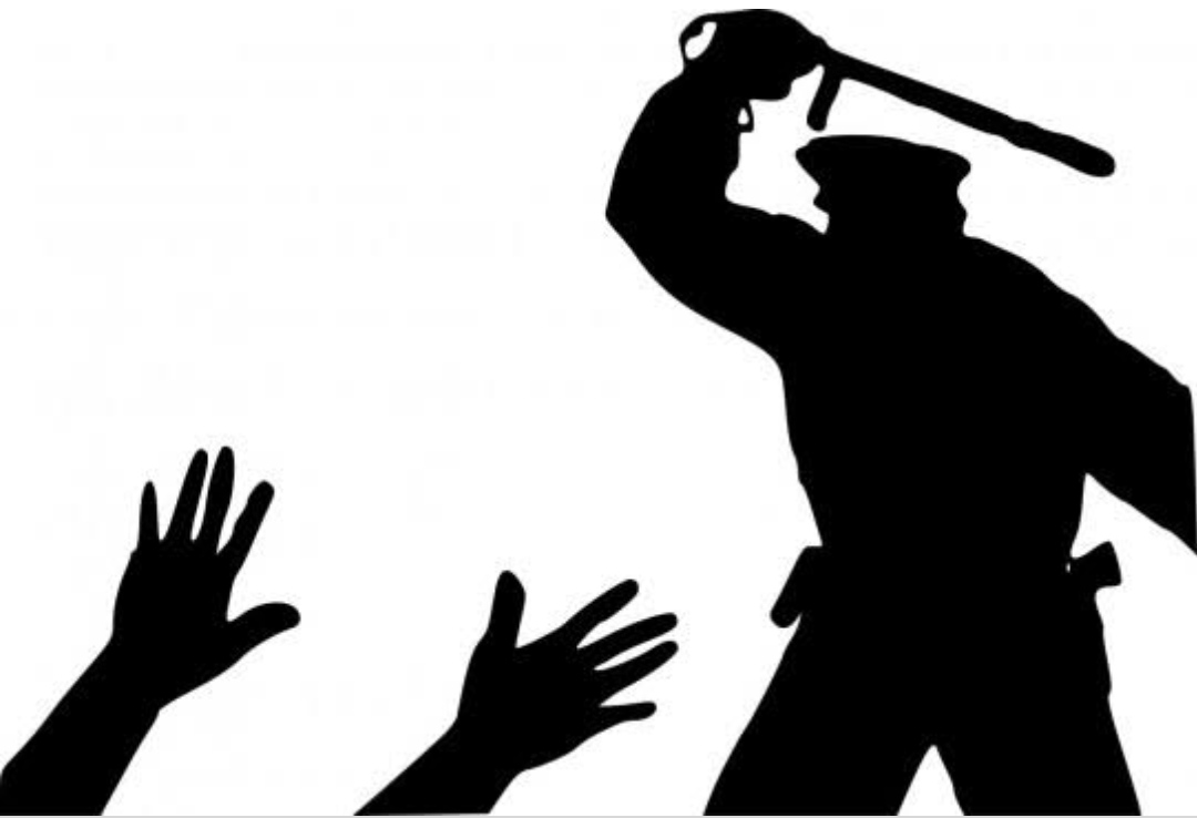 रुद्रपुर में अब बाइक सवार को पुलिस कर्मी ने जमकर पीटा, वीडियो वायरल होते ही मचा हडकंप। फिर यह हुआ